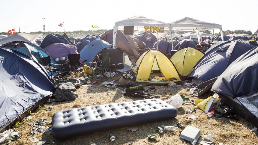 Affald flyder på festivalpladserne