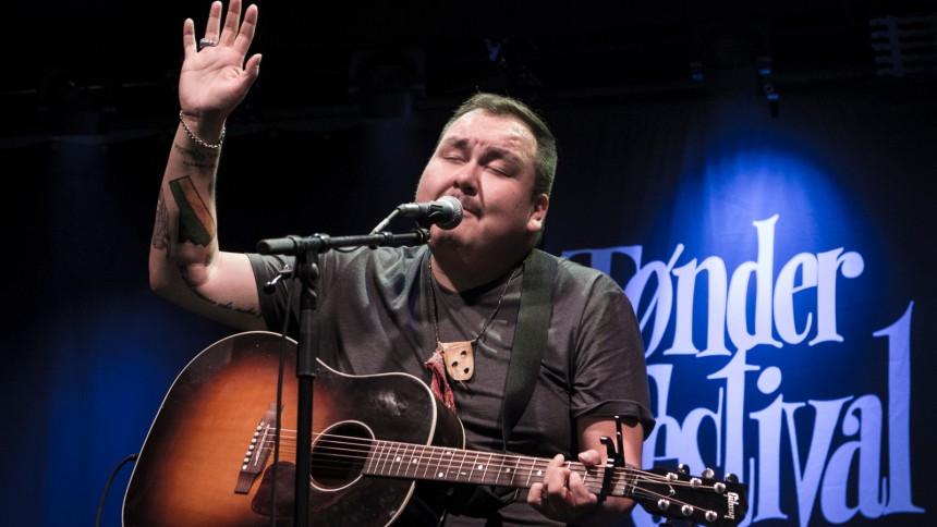 Morgenmagi med enkle singer-songwriter-virkemidler