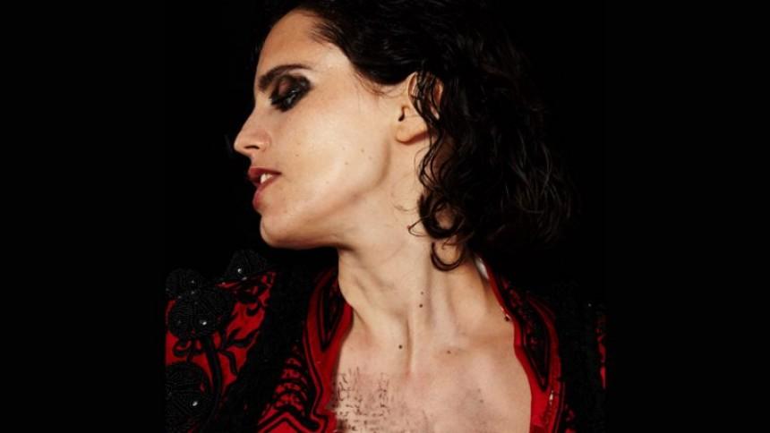 ANMELDELSE: Masser af power og rå liderlighed på nyt Calvi-album