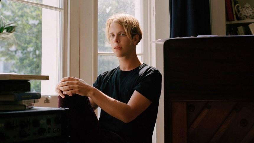 ANMELDELSE: Ung engelsk sangskriver drukner, igen, i overproduktion