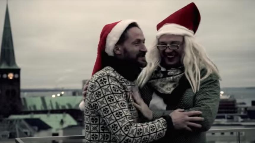 VIDEO: The Broken Beats hylder kærligheden året rundt i ny ørehænger