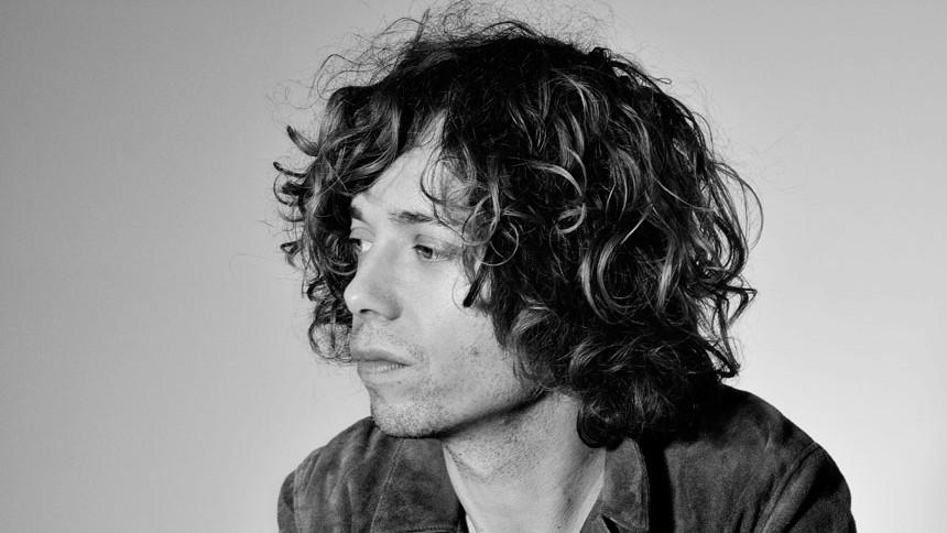 Mads Langer udgiver ny single på dansk: – Det er som at få et nyt instrument i hånden