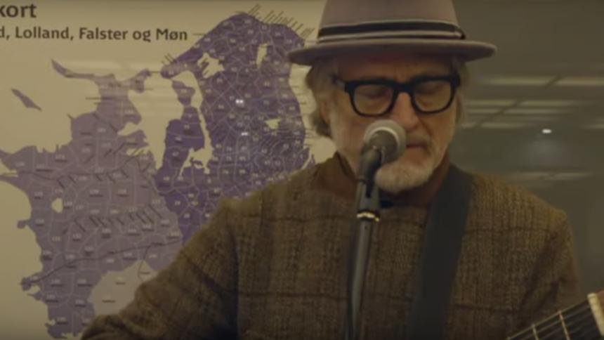Lars H.U.G. klar med livevideo fra Nørreport Station – film på vej