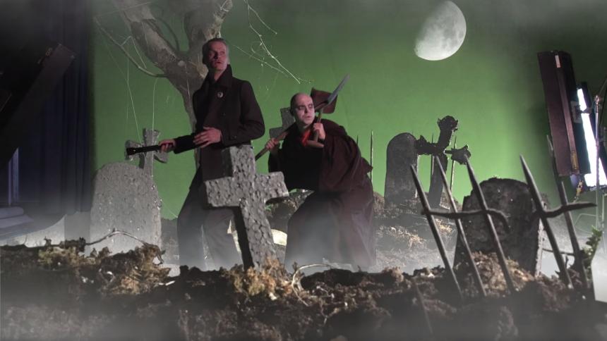 "PREMIERE: Se PowerSolos underholdende behind-the-scenes-video til ""Lonely Gal"""