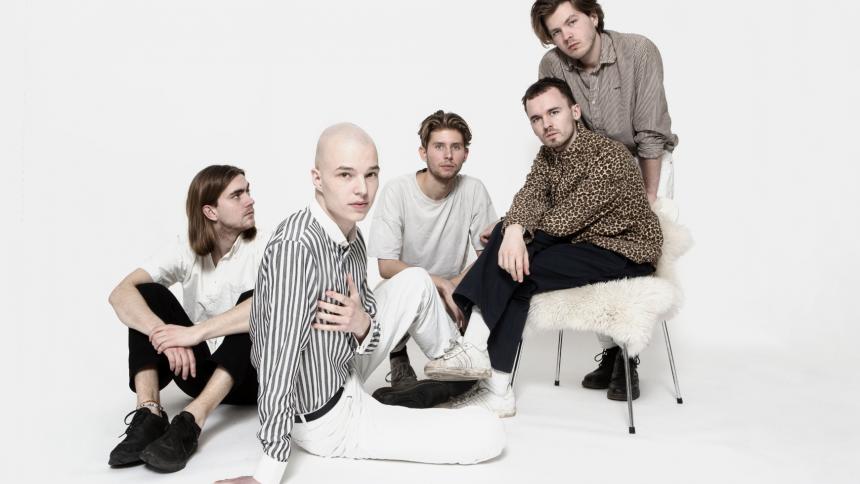 Stærk video fra det Spot- og Roskilde-aktuelle smadderpopband Søn