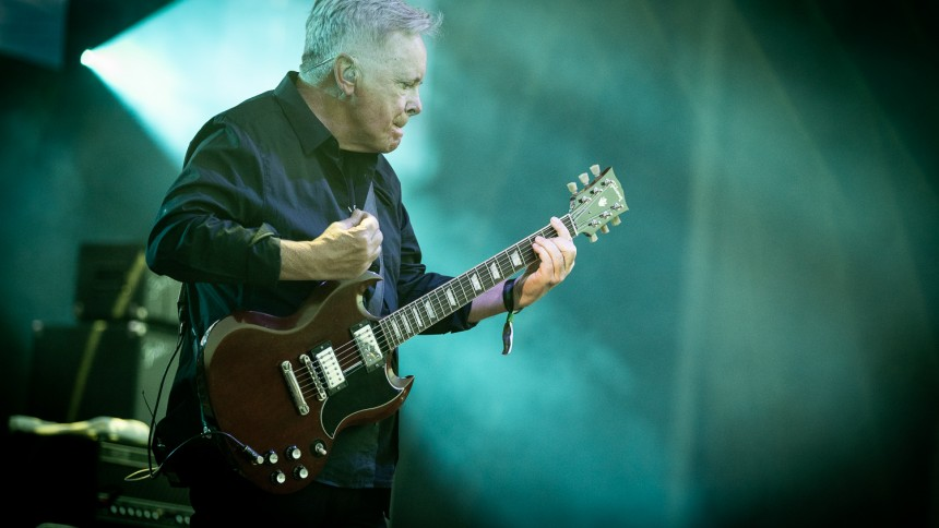 """New Order udgiver livevideo med """"The Perfect Kiss"""" – koncertfilm på vej"""