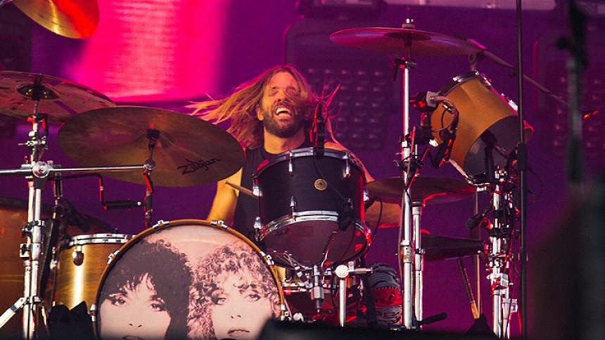 KARANTÆNE-AKTIVITET: Taylor Hawkins fra Foo Fighters giver trommeundervisning
