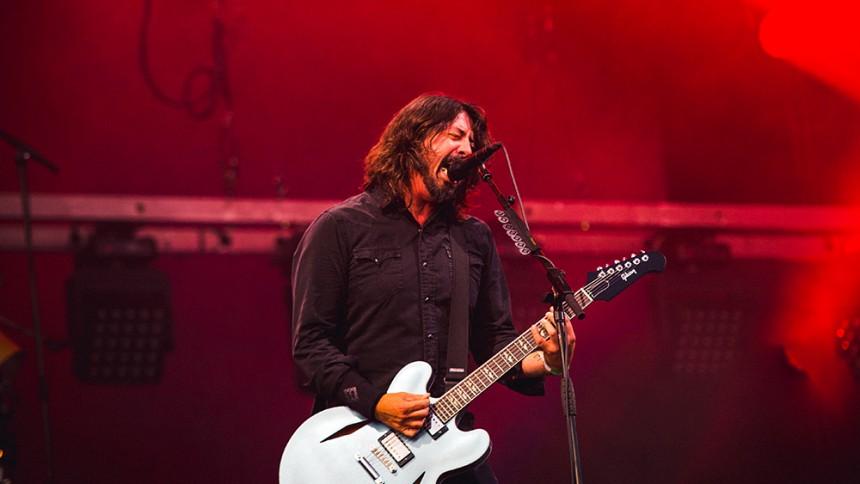 """VIDEO: Dave Chappelle fremfører Radioheads """"Creep"""" med Foo Fighters"""