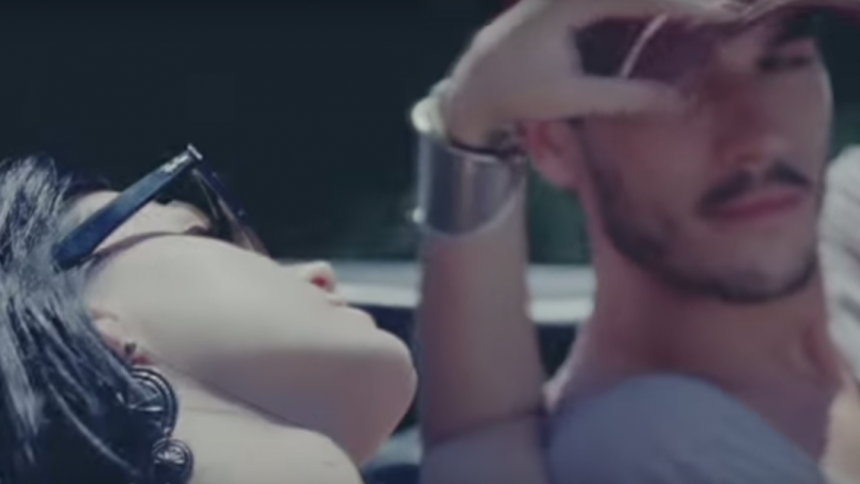 "Medvirkende i ""Teenage Dream""-video beskylder Katy Perry for sexchikane"
