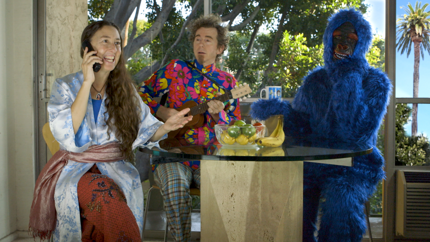 Folk-duoen Bright Blue Gorilla på turné med egen spillefilm – med kvindelige superhelte