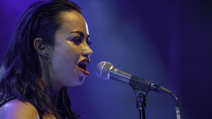 Hun Solo holder koncert på Kvindernes Internationale Kampdag