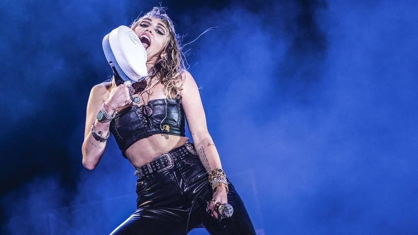 TRØSTE-TINDERBOX: Se Miley Cyrus som rockstjerne på Tinderbox 2019