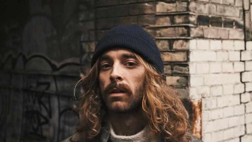 Dansk sangskriver kører på hakkende 70'er-dampe
