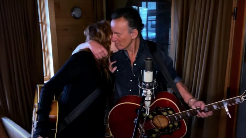 KARANTÆNE-TV: Se Bruce Springsteen i mesterlig duet med sin kone