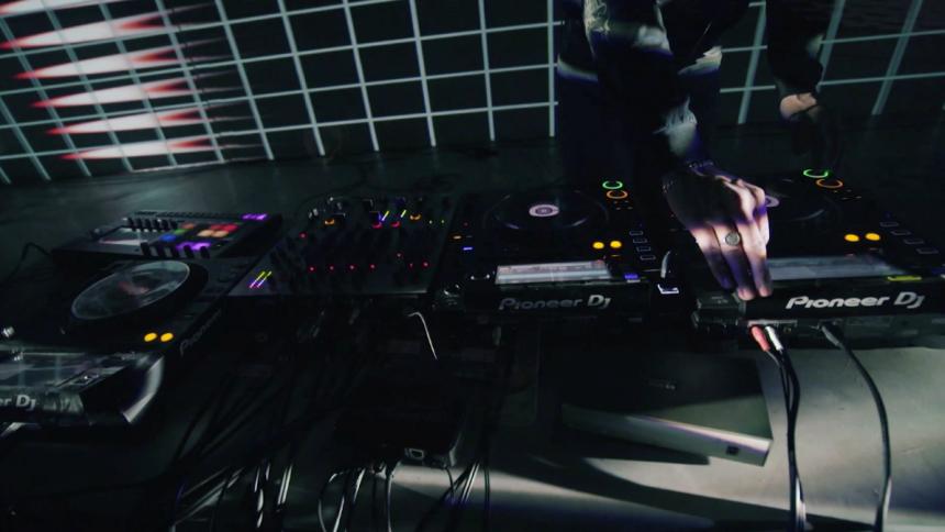 Tap1 inviterer til virtuel fredagsbar med dansk elektronisk musik