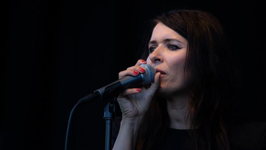FOTOSERIE: Kira Skov gav koncert i Haveselskabets Have