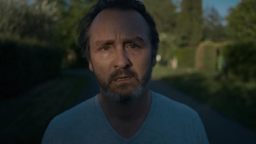 PREMIERE: Ny video med Peter Wangel på dansk – og Lars Ranthe i hovedrollen