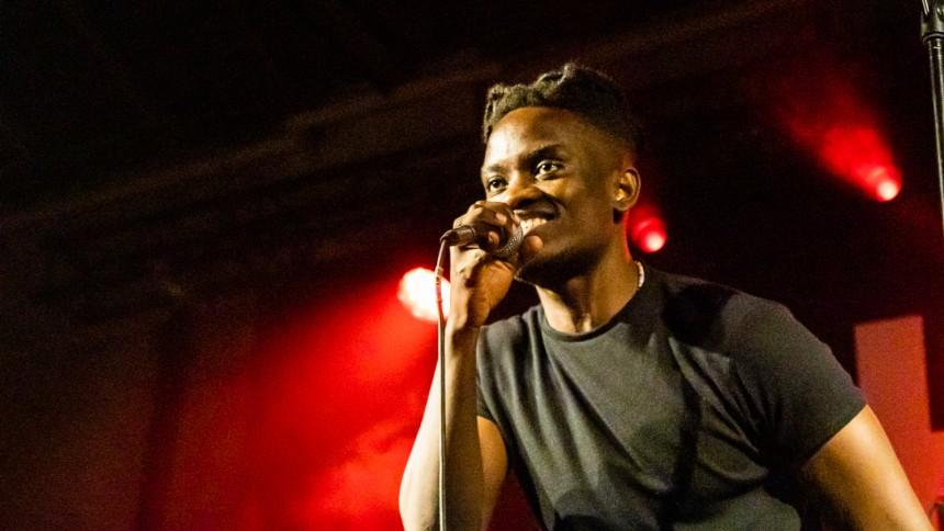 Generiske original-tracks løftes til dancehall extravaganza
