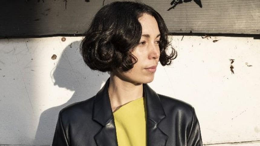 Femstjernede Kelly Lee Owens giver dansk koncert