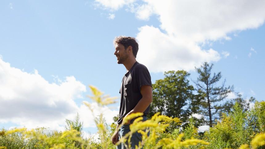 Indie-folk-band surprise-udgiver album midt mellem lys og mørke