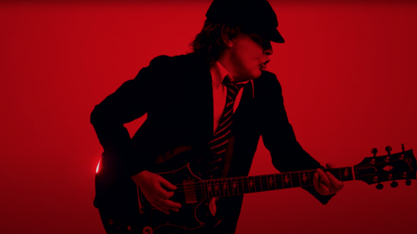 "Se AC/DC's video til comeback-singlen ""Shot in the Dark"""