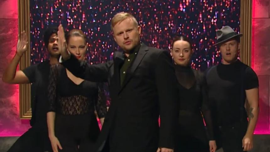 VIDEO: Jonathan Spang roaster Joy Mogensen i genial mini-musical