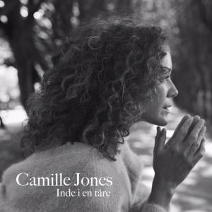 Camille Jones: Inde I En Tåre