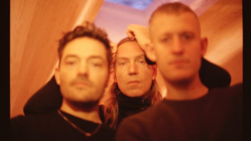 When Saints Go Machine sætter dato på album