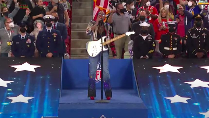 """Se H.E.R. optræde med """"America the Beautiful"""" til årets Super Bowl"""