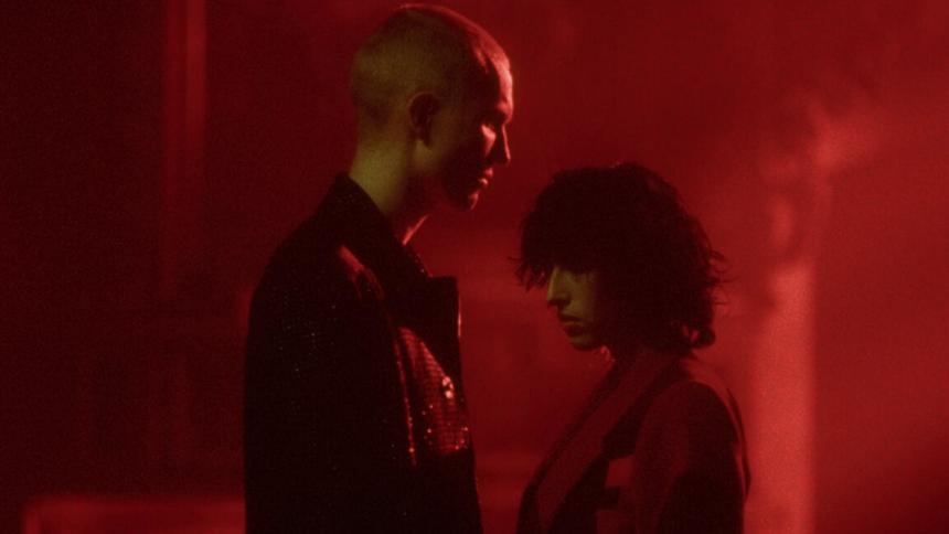 Drew Sycamore udgiver ny single med thriller-lignende musikvideo