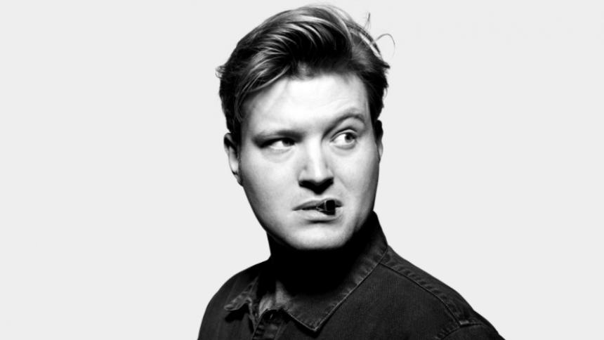 Dansk sanger skriver stor kontrakt –kommer i stald med Taylor Swift