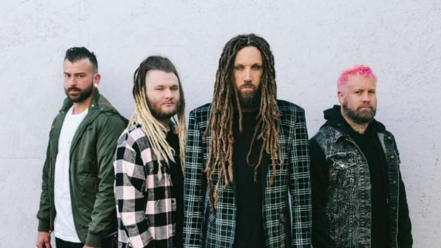 ANMELDELSE: Korn-guitarist bringer sit andet band tilbage – med velkendt resultat