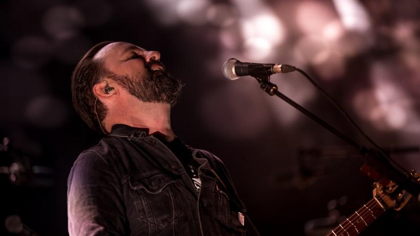 Rock-eminencer detonerer fællessang-ekkokammer