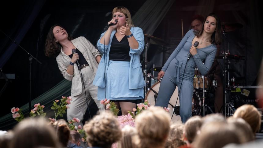 BADESØEN FESTIVAL-REPORTAGE: Med den kreative klasse på badeferie