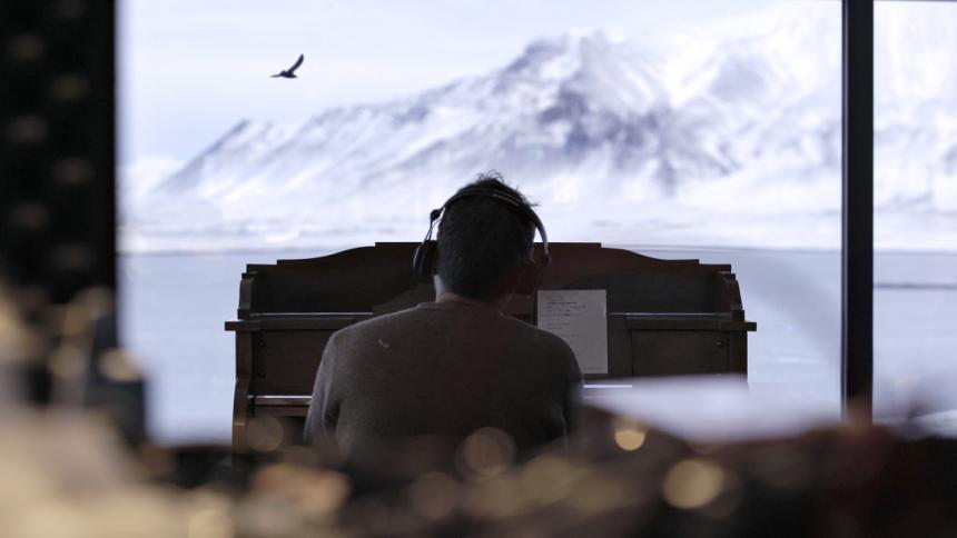Damon Albarn udgiver ny single om Island